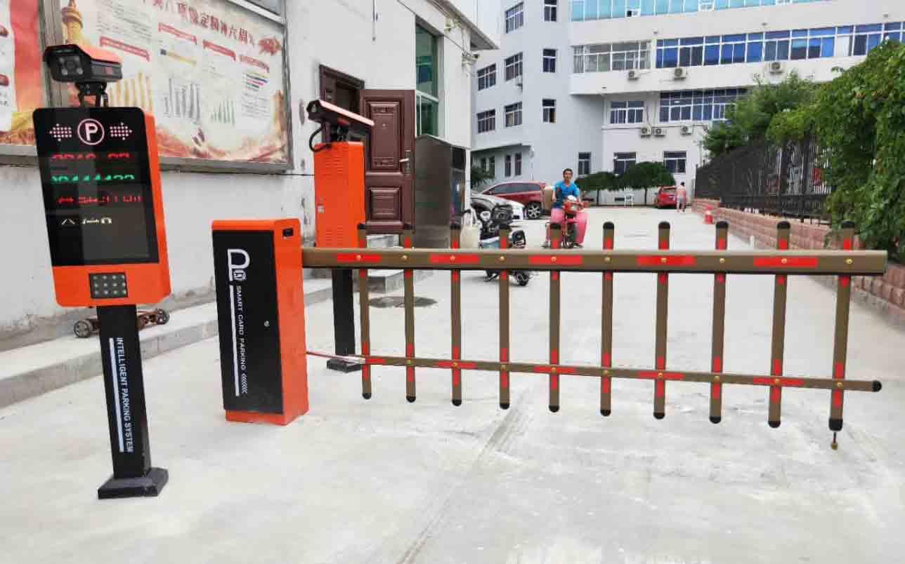 西安汉城路车牌识别系统安装完毕