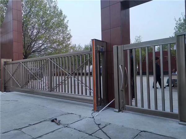 宝鸡某单位悬浮门,小门安装完成