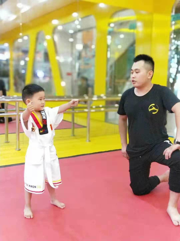 少儿跆拳道学习班开课
