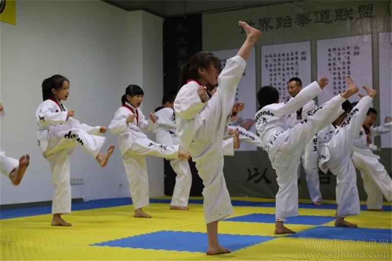 在学习跆拳道的过程中,呼吸节奏的调节可以更好的帮助我们集中精力