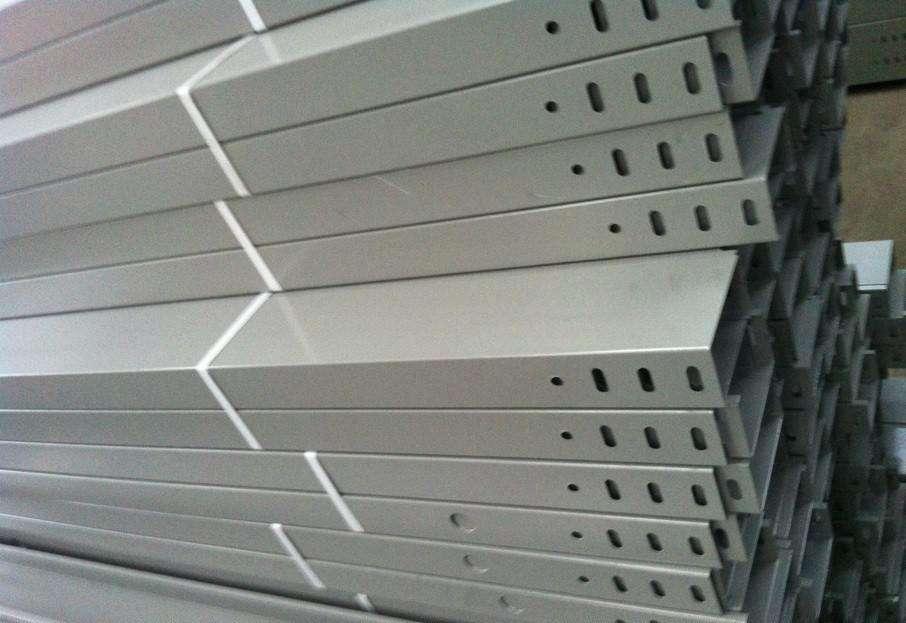 桥架厂家给你说说选择玻璃钢电缆桥架的4大技巧