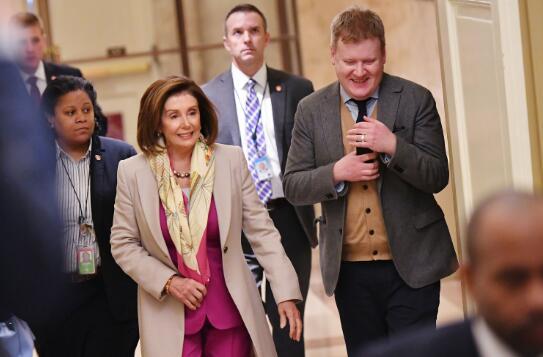 美民主党参议员们急了:快让佩洛西把弹劾条款送来