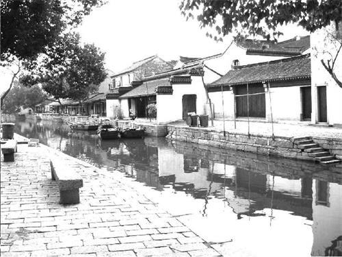 大水面设计的乡间小溪