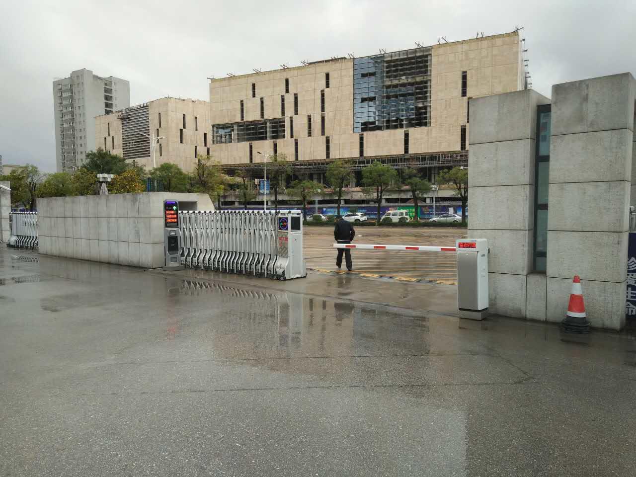 商洛市人民政府循II车牌识别系统安装案例