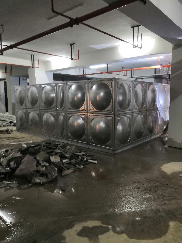 寶雞渭濱中學不銹鋼水箱安裝案例