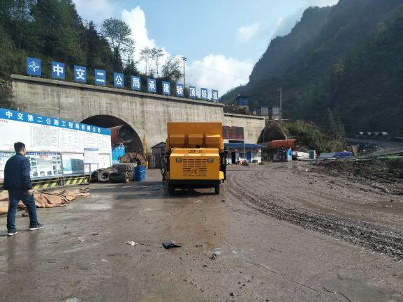 中交二公司承建娇顶隧道/成都喷锚车