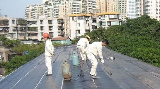 采用冷粘法铺贴卷材时卷材防水层剥离质量问题