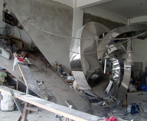 四川不锈钢雕塑的安装方法