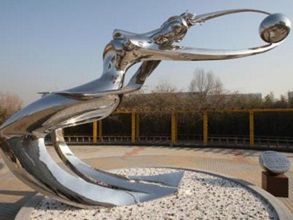 四川不锈钢雕塑在设计手法上需要注意3点
