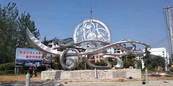 是不是四川不锈钢雕塑永远不会生锈?