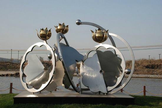 不锈钢雕塑为什么会被越来越多的人选择?