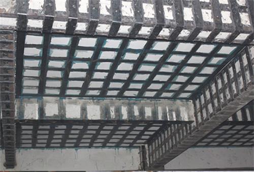 湖北固恺建筑浅谈建筑物粘钢加固方法及施工程序