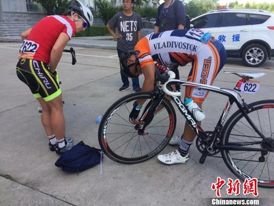 俄罗斯选手在中国准备比赛 王妮娜 摄