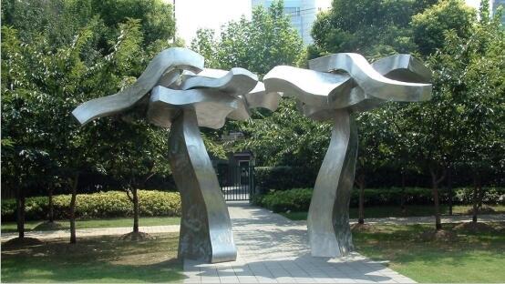 怎么保养四川不锈钢雕塑?
