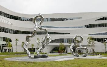 这么多城市选择四川不锈钢雕塑,是因为啥优势?