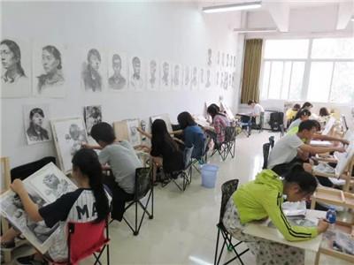 河南美术培训——枫鹤艺坊教你四个选择理想大学的基本原则。