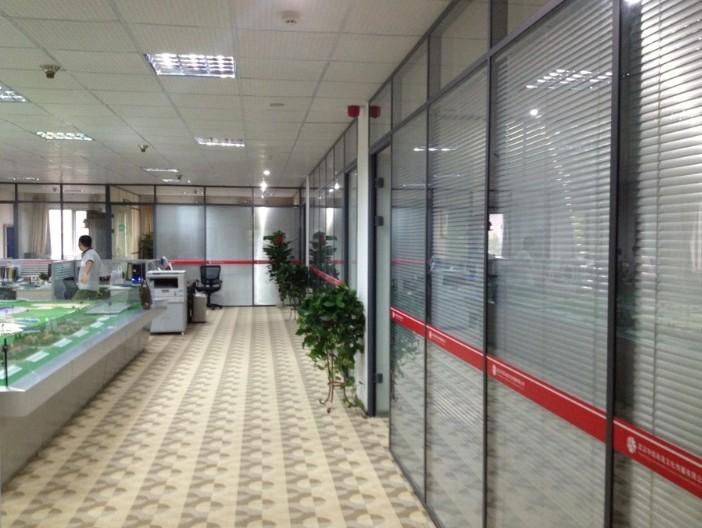 企业办公楼玻璃隔断方案