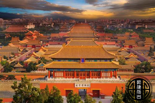 到北京旅游你肯定会去故宫,但是很少见到有人和石狮子合影留念