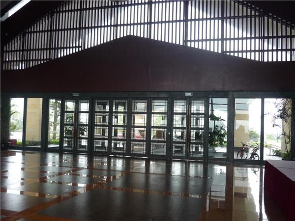 青山湖假日大酒店