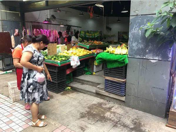 城管队员被行拘!重庆警方通报城管追打女商贩被砍伤:女商贩系正当防卫