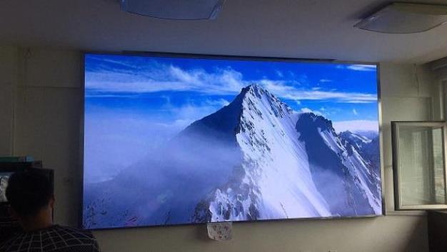 会议室用投影仪好还是LED显示屏好
