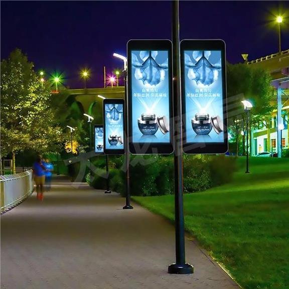 灯杆LED显示屏价格比普通屏更贵的原因