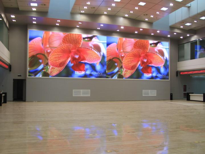 室内全彩P2.5 led显示屏多少钱一个平方