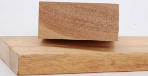 如果你要在阳台上铺防腐木专业重庆防腐木厂家建议你这样做
