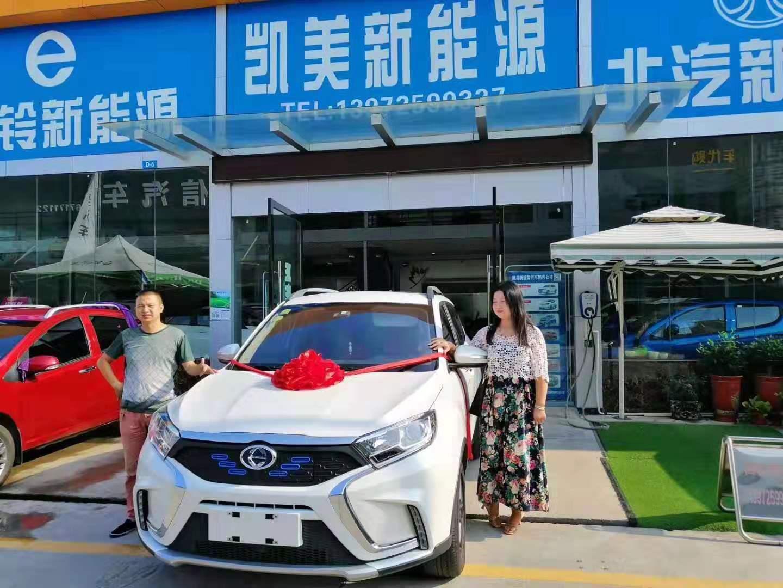 恭喜李女士喜提江铃新能源汽车