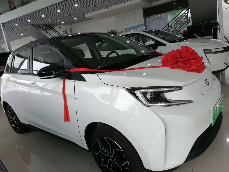 一汽新特EV-1新能源汽车,是时尚节能与科技的结合
