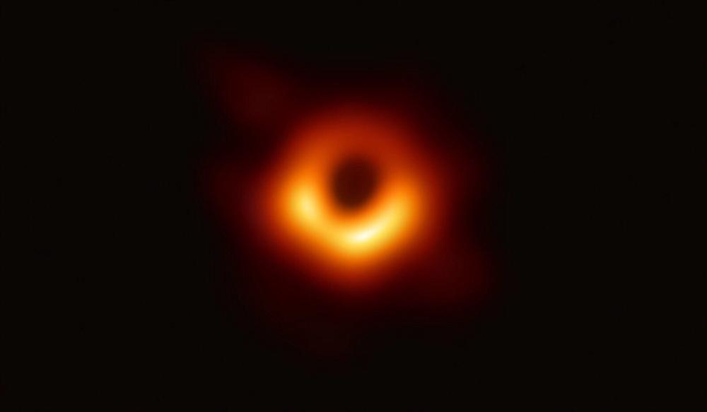 首张黑洞照片