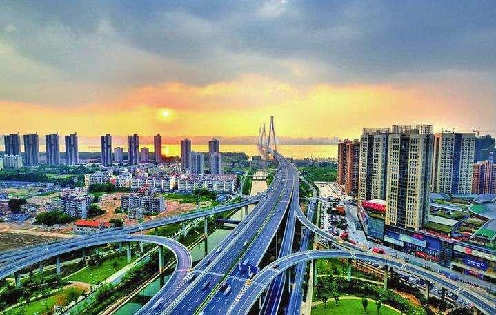 今年上半年内蒙古进出口增速跑赢全国