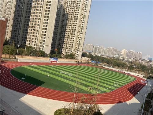 河南透氣型塑膠跑道廠家與鄭州市錦江中學的施工案例