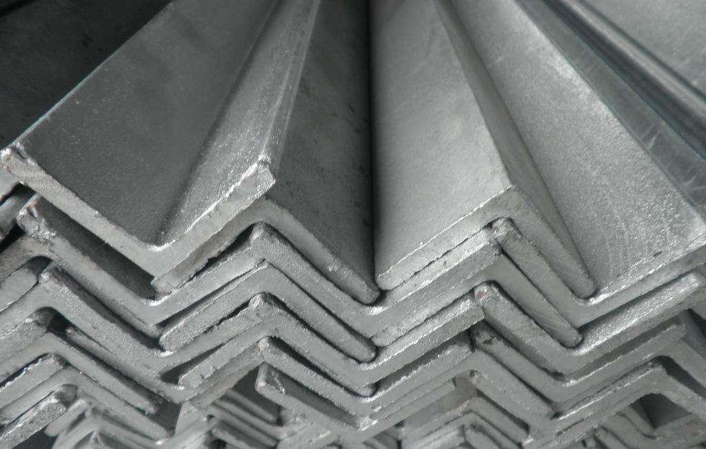 解析成都角钢在安装及存储时需要注意和了解的地方