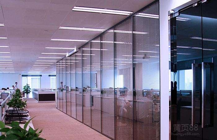 可以配置手动百叶和电动百叶的陕西办公高隔玻璃的特点分析