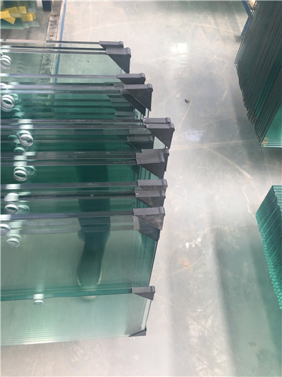 钢化玻璃破碎怎么办