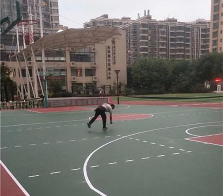 陝西省金太假花成小學與我們合作水性矽PU籃球場