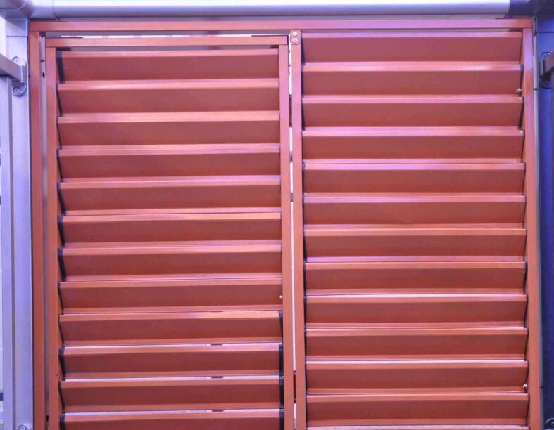 襄阳某公司使用锌钢百叶窗的客户说