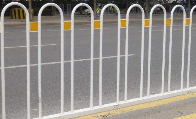 湖北良胜的道路护栏