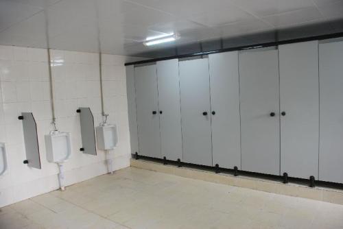 哪種德陽學校衛生間隔斷材料比較薄?