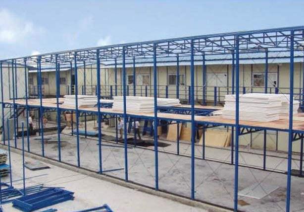工地上建造网架活动板房效果展示