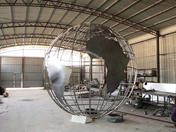 不鏽鋼異形雕塑案例