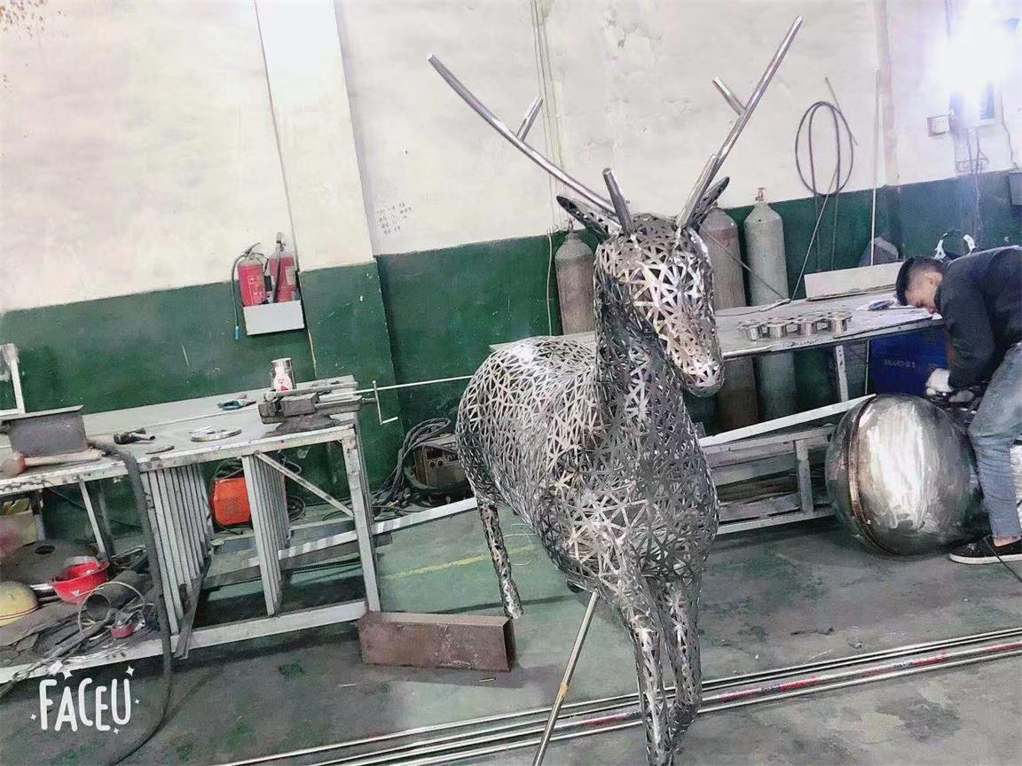 四川不鏽鋼異形雕塑廠家-異型加工件