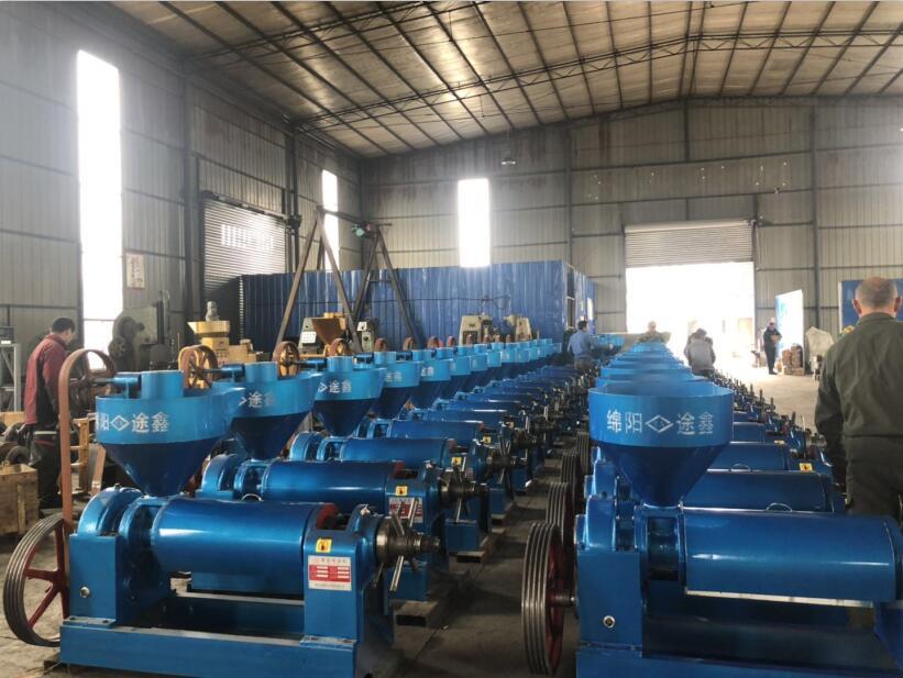 北方××××油厂定制的榨大豆机器