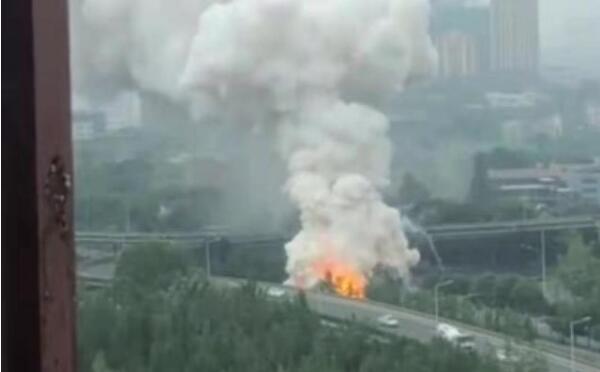 成都成渝立交附近爆炸燃烧物系氯酸钠事故车辆司机已被控制