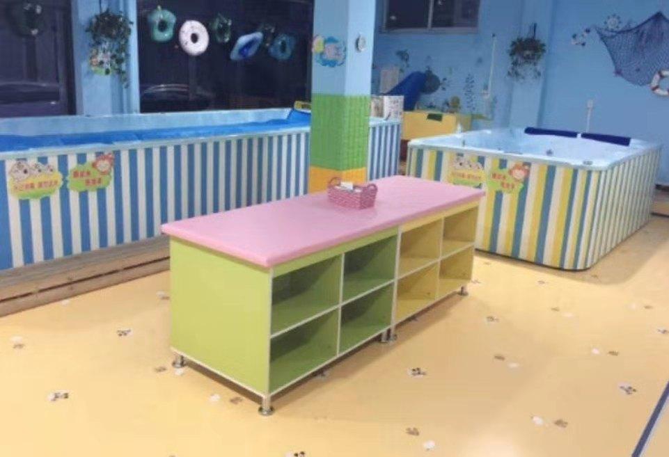 嬰幼兒游泳館用撫觸臺(按摩臺)