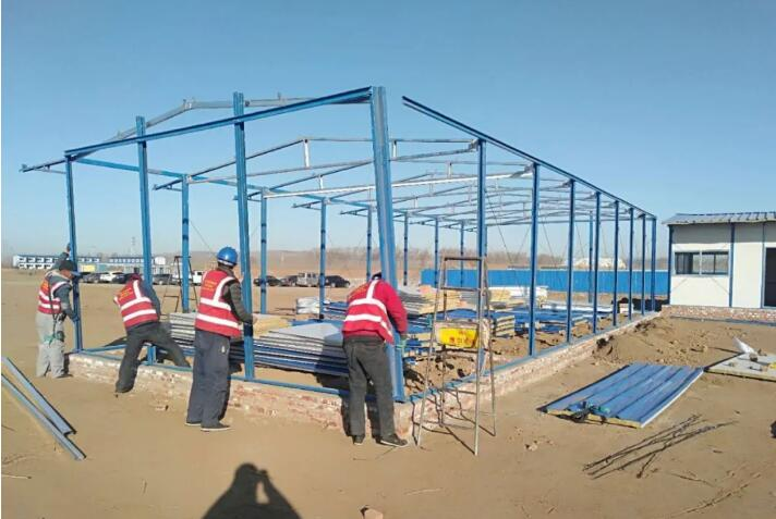 建腾彩钢钢构工程带你了解活动房的用料