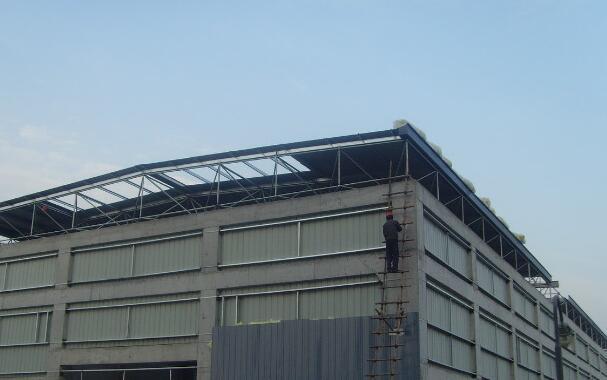 彩钢建筑屋面坡度的选择