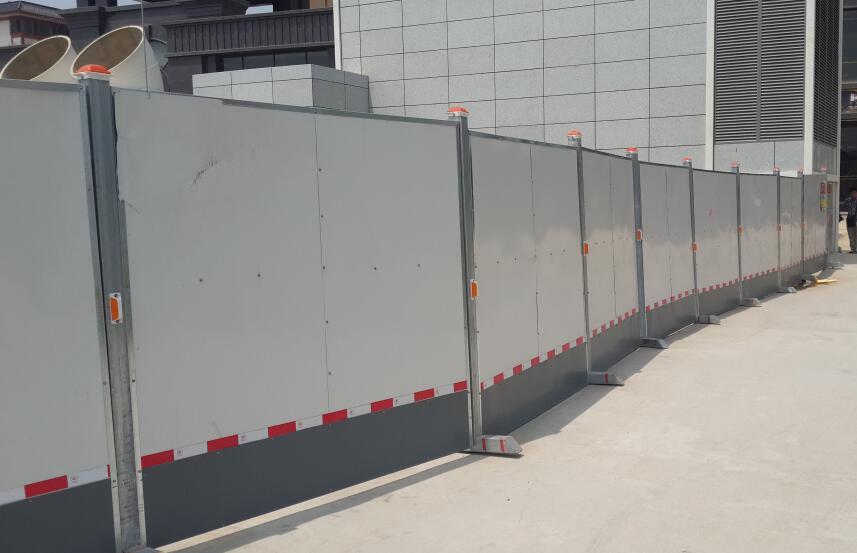 西安彩钢-立柱式围挡板