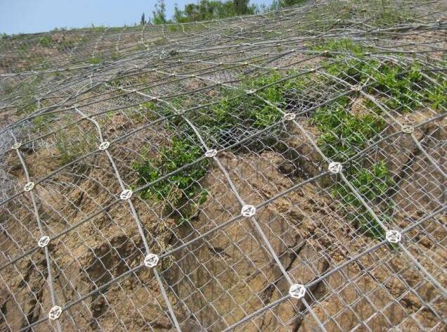 成都防护网带你了解怎样运用边坡防护网能防患于未然